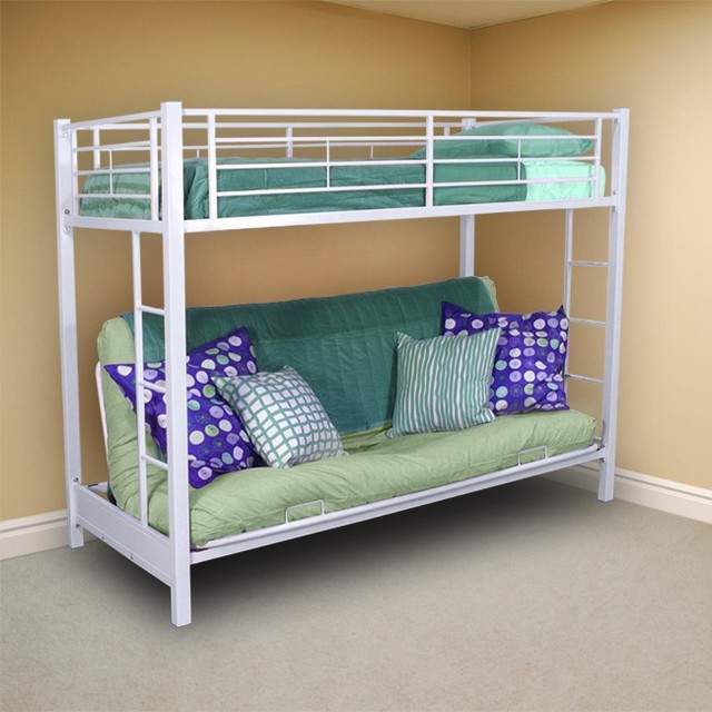 Белая кровать с мятными матрасами