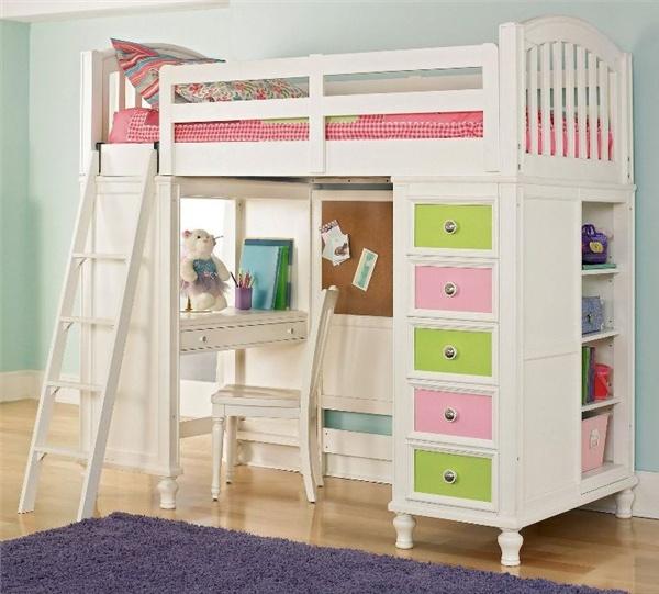 Белая мебель с цветными вставками