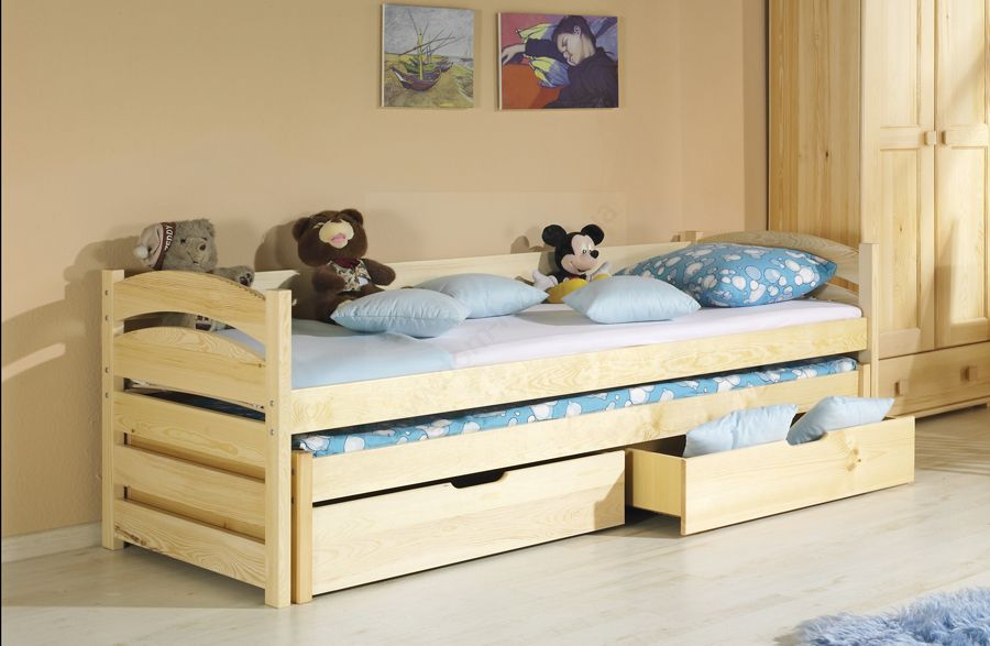 Деревянная детская кровать