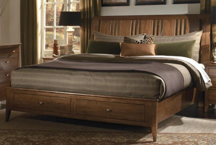 Деревянная двуспальная кровать с ящиками