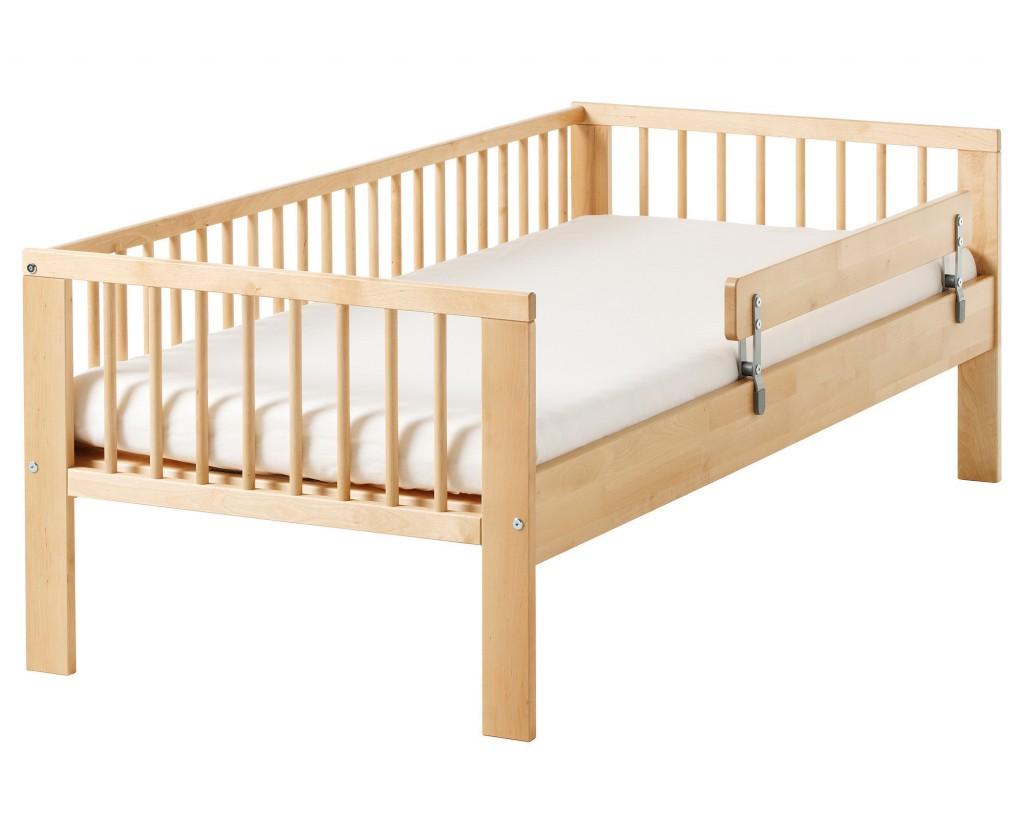 Деревянная кровать от 3 лет с бортиками