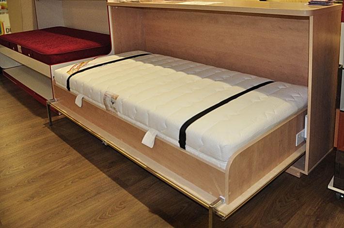 Деревянная шкаф кровать