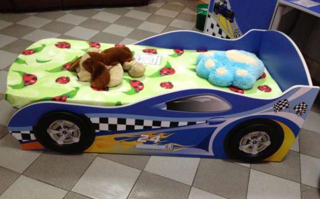 Детская комната для мальчика в стиле гонщика