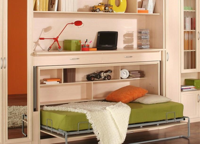 Детская комната со столом кроватью