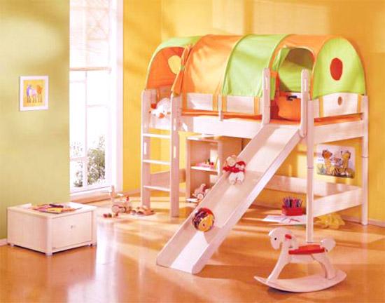 Детская кровать чердак со шкафом и столом в комнату ребенка