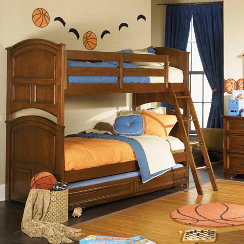 Детская кровать для детской спальни в классическом стиле