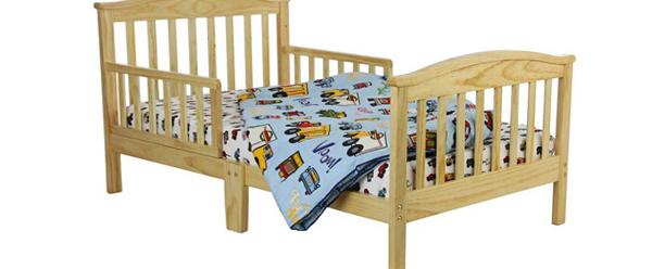 Детская кровать из массива с бортиком
