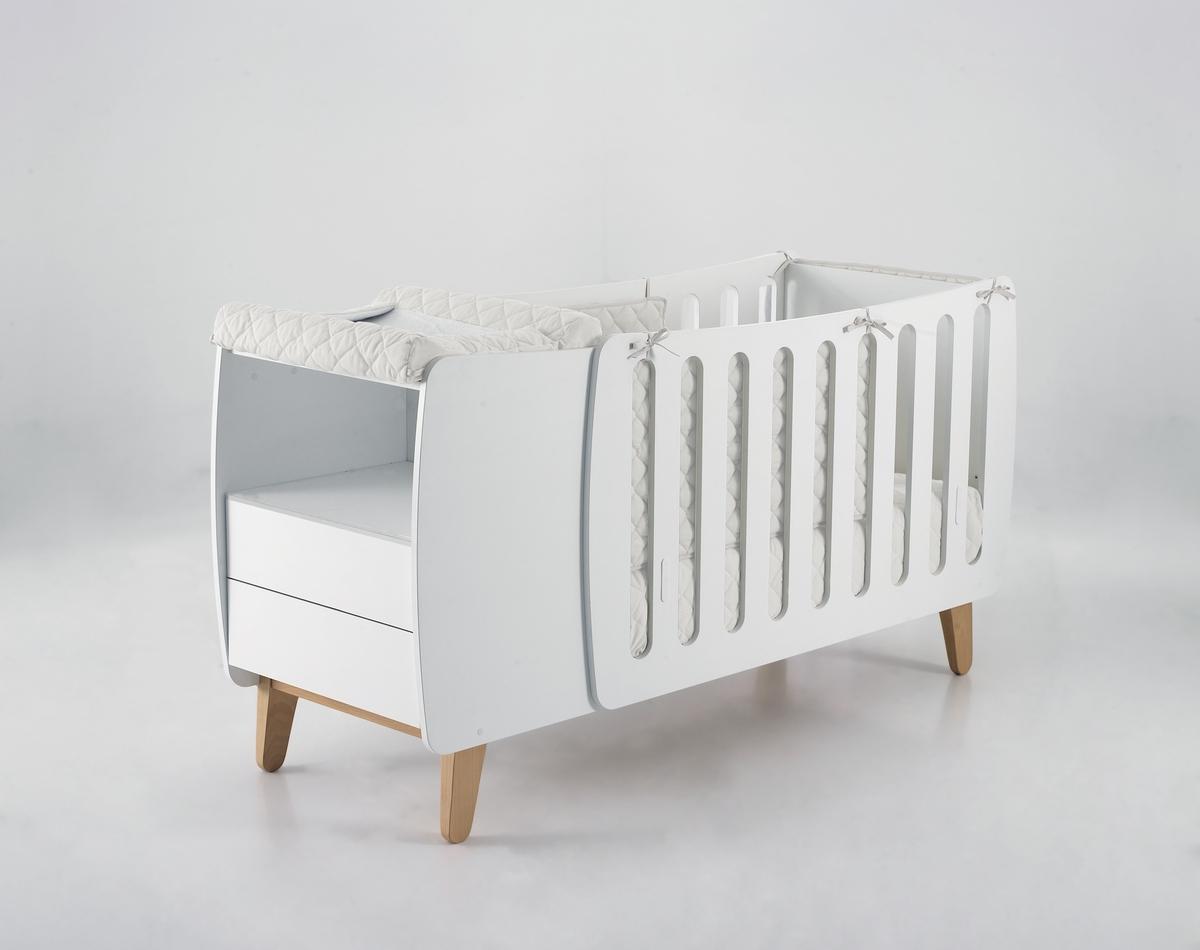 Детская кровать в белом цвете
