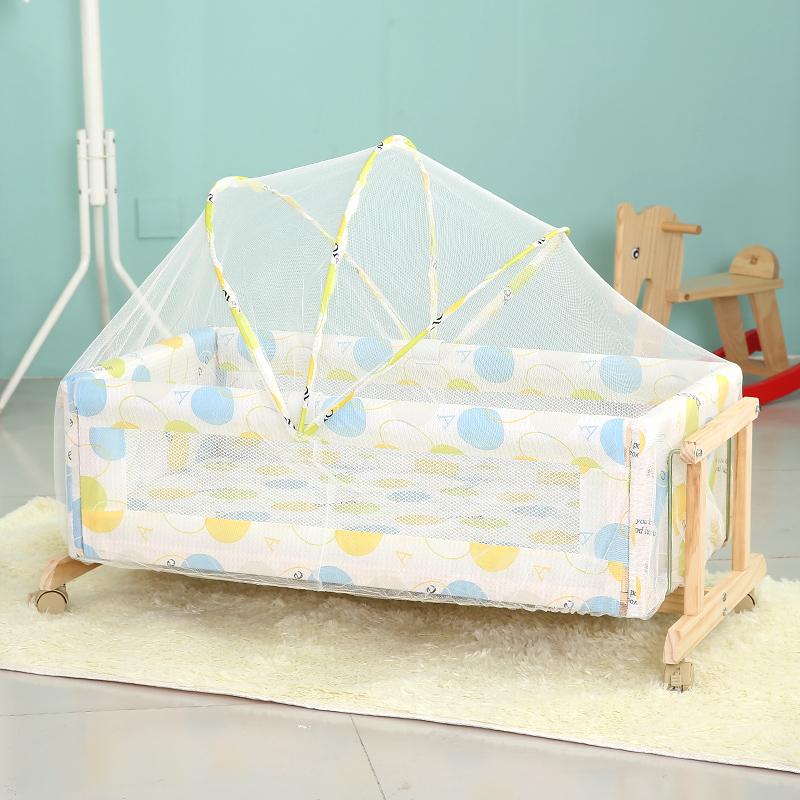 Детская кроватка с защитой от насекомых