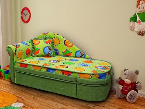 Диван кровать с яркими вставками
