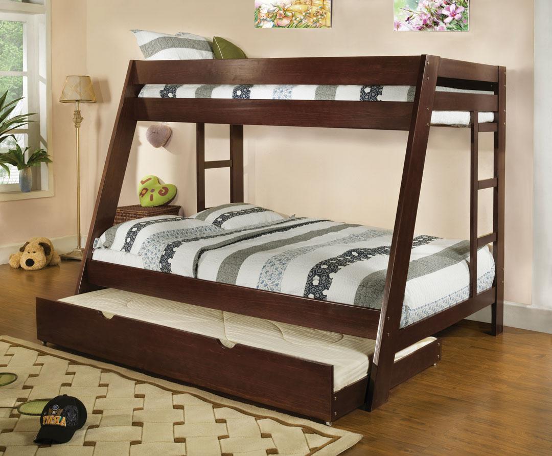 Двухъярусная коричневая кровать с дополнительным спальным местом