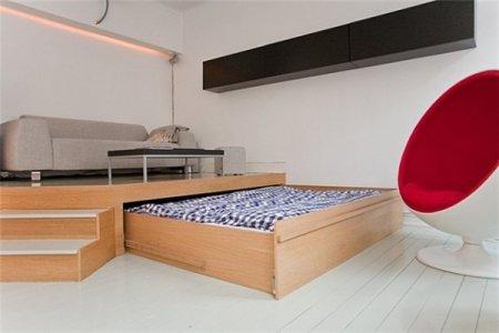Двуспальная кровать под подиумом