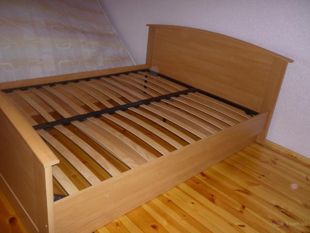 Двуспальная кровать с ламелями