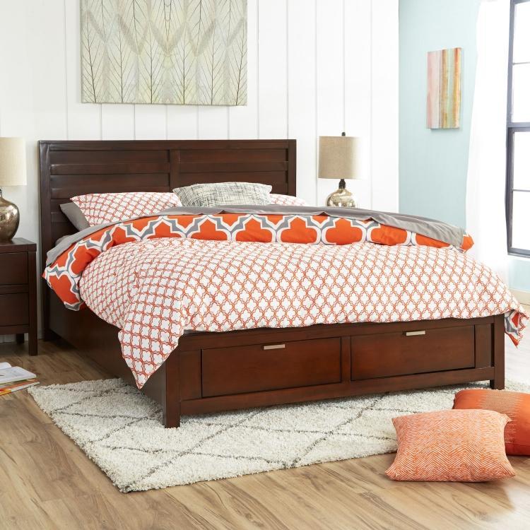 Двуспальная кровать с ящиками в классическом стиле