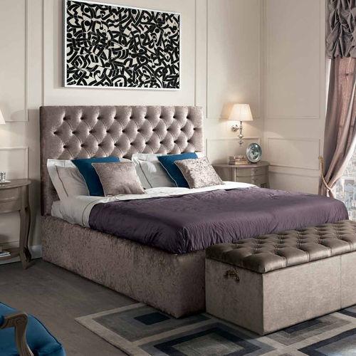 Двуспальная кровать со стационарным изголовьем