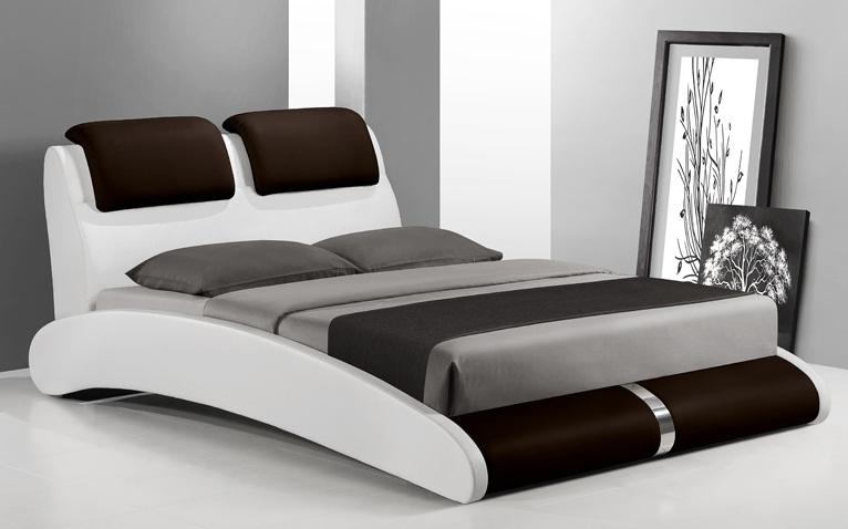 Двуспальные деревянные кровати в самом разном исполнении