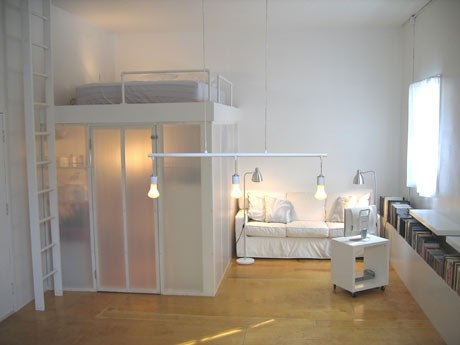Идея для маленькой спальни - кровать чердак