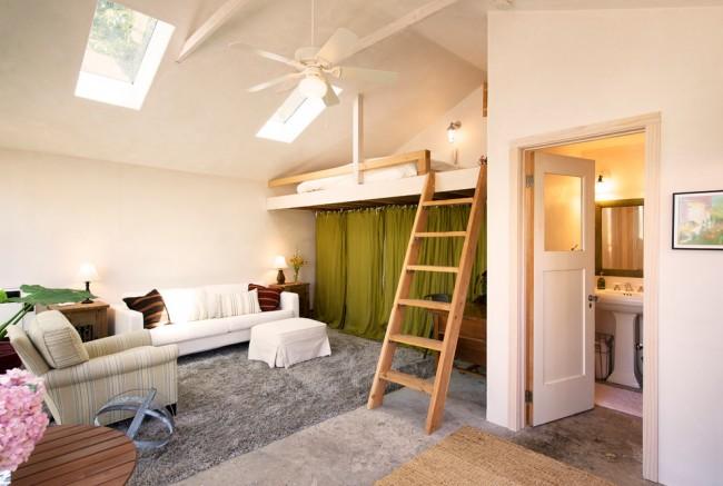 Кровать чердак для взрослых с наклонной лестницей