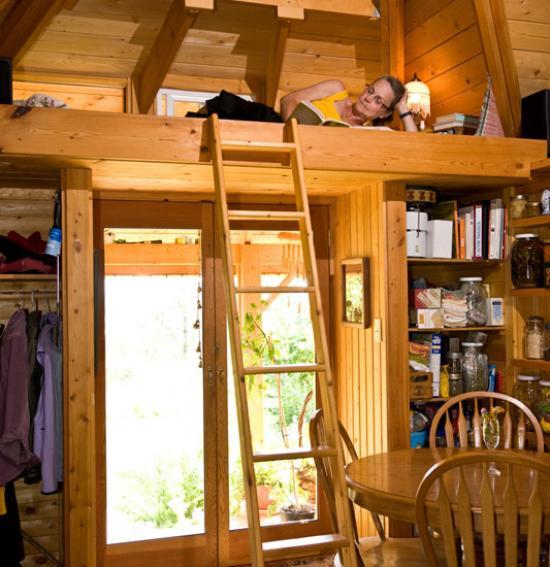 Кровать чердак может использоваться и взрослыми, внизу оборудуется рабочее пространство