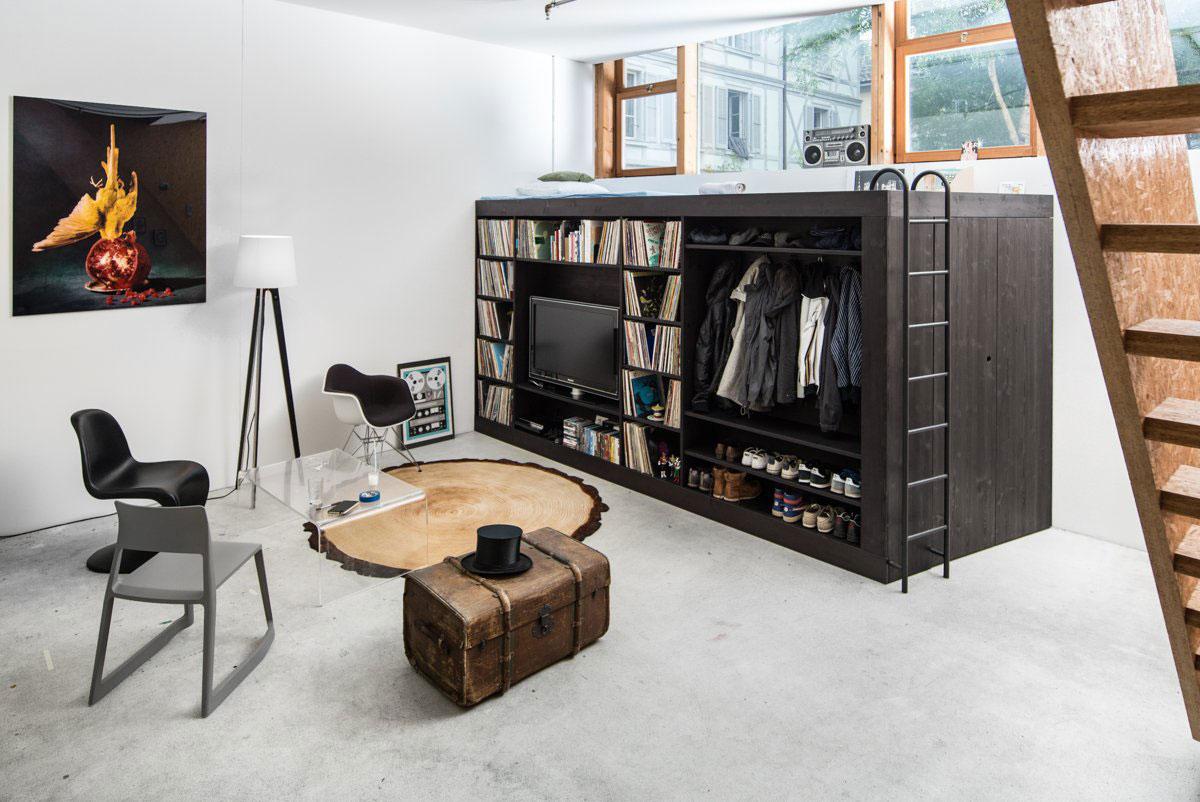 Кровать чердак в интерьере современной гостиной