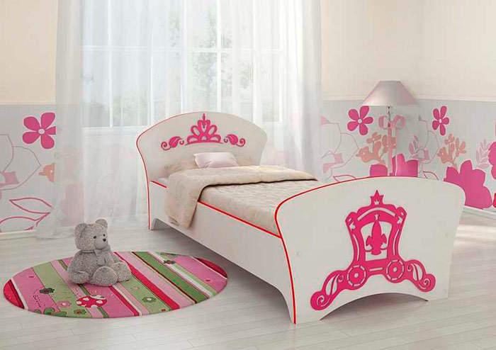 Кровать для девочки с рисунком