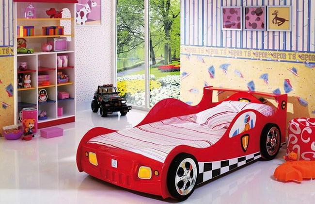Кровать для мальчика в виде машинки