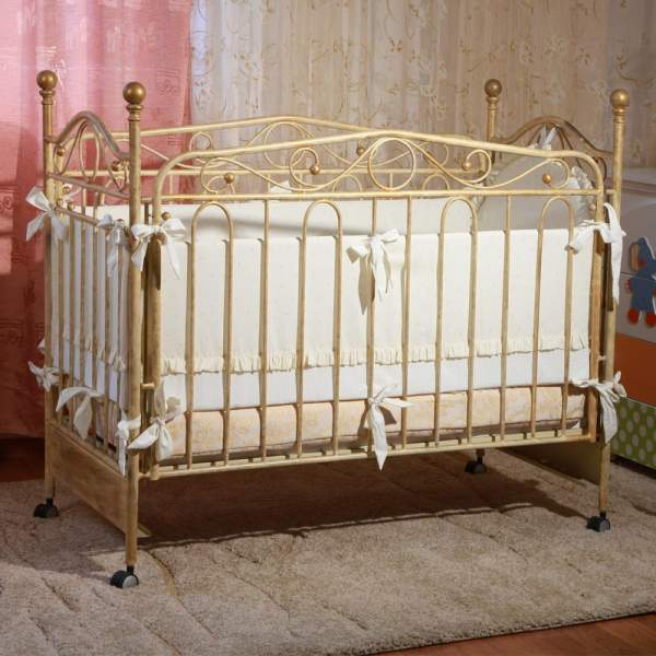 Кровать для новорожденных из металла