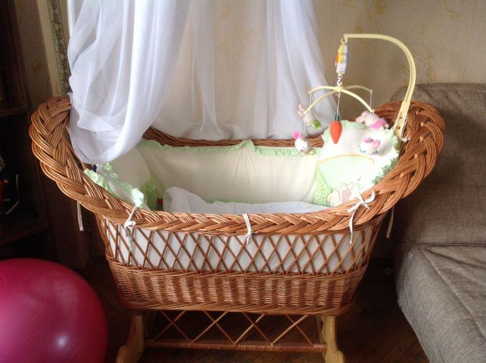Кровать для новорожденных из плетеной лозы