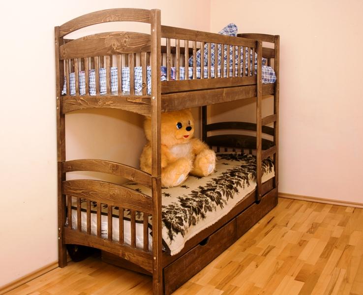 Кровать из натурального цельного дерева