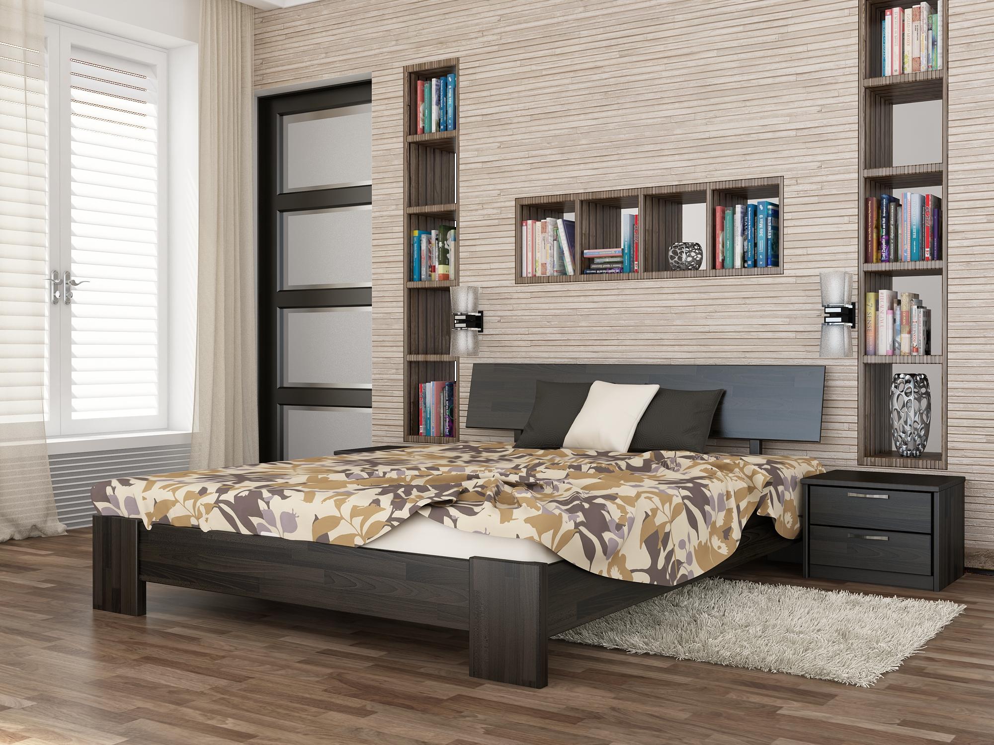 Кровать из темного дерева