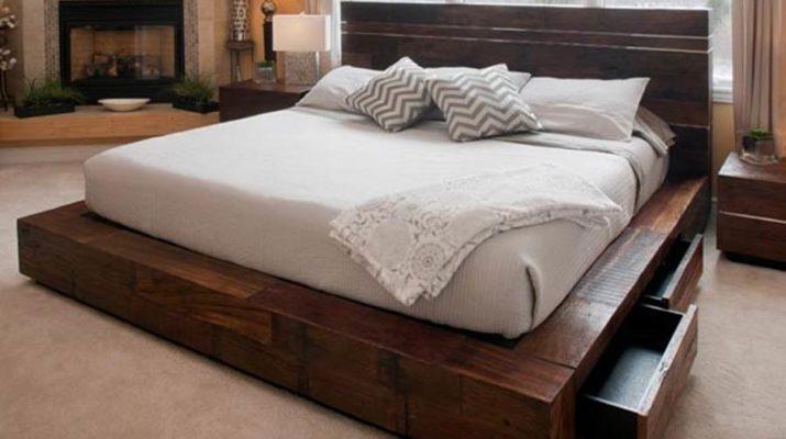 Кровать под старину с выдвижными ящиками из массива дерева