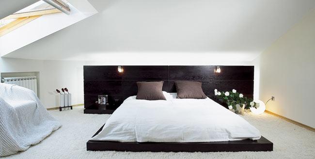 Кровать подиум с подсветкой в изголовье