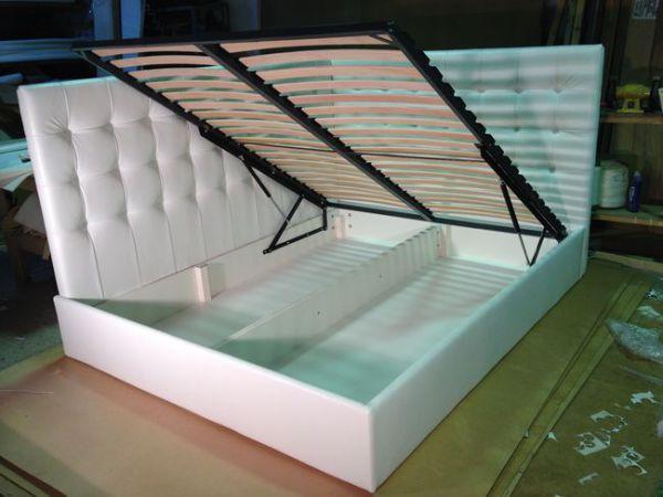 Кровать с боковой планкой