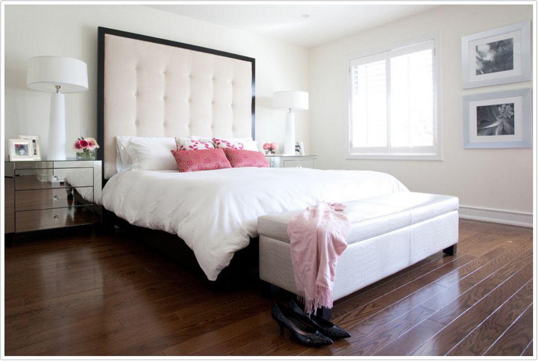Кровать с большим мягким изголовьем