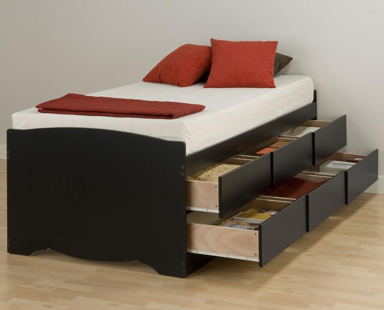 Кровать с двумя рядами выдвижных ящиков