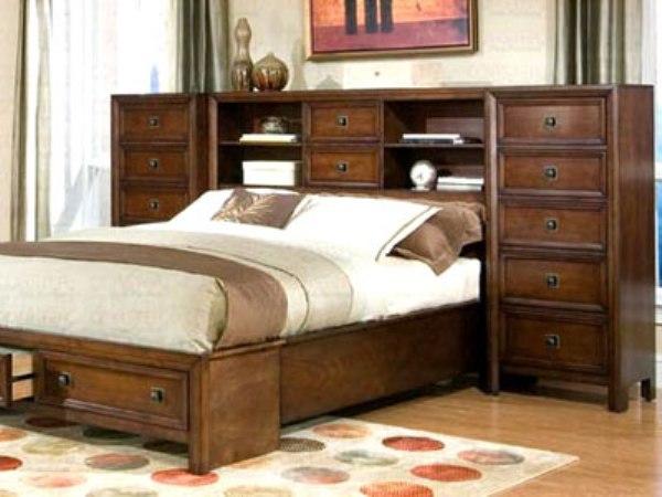 Кровать с тумбой в изголовье - удобно и практично