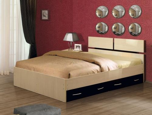 Кровать с ящиками в интерьере спальни