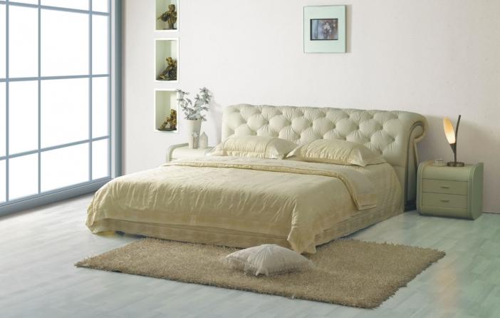 Кровать в светлом цвете