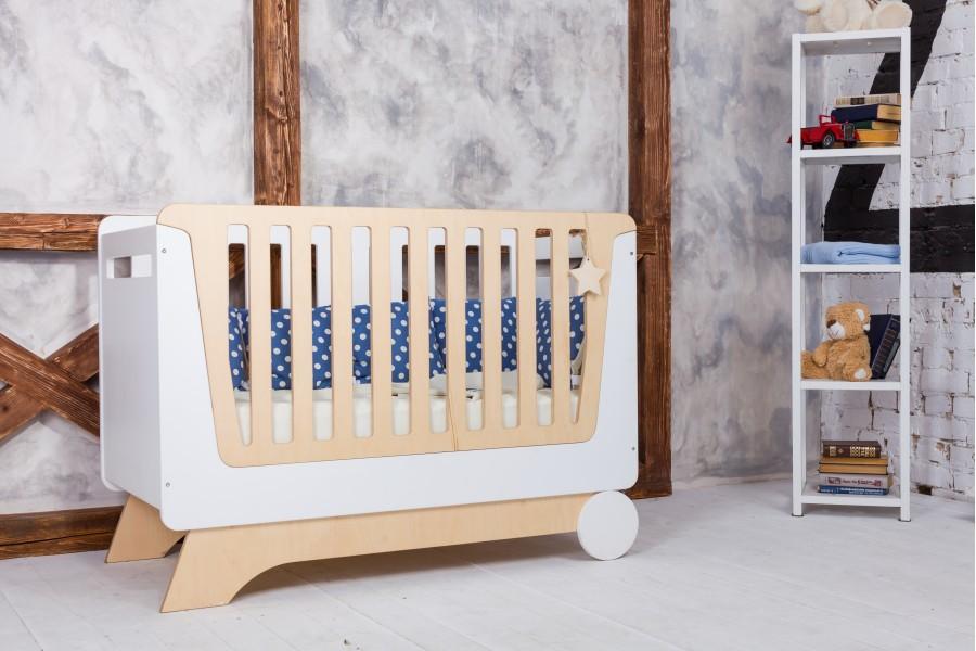 Кроватка из натурального дерева