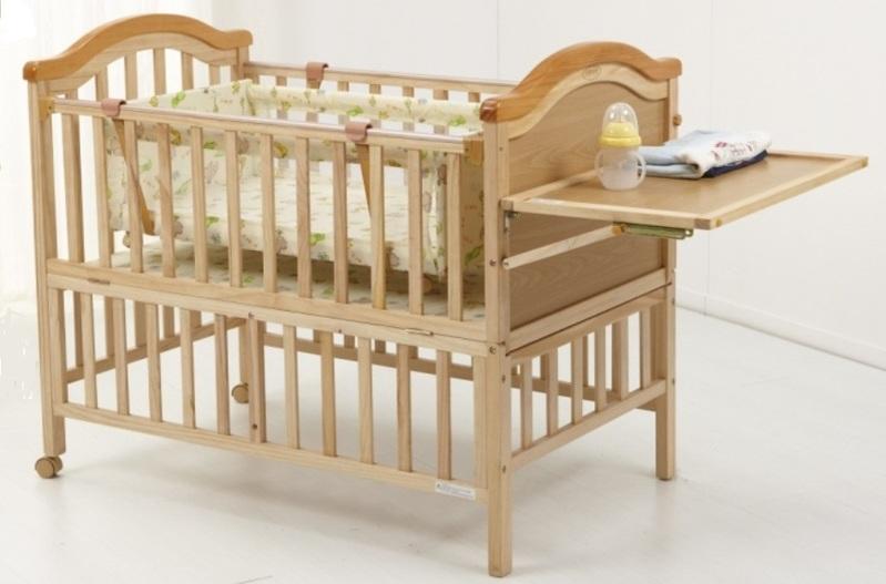 Кроватка с откидным столиком