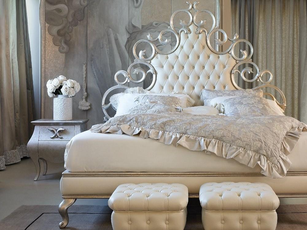Металлическая кровать с мягким изголовьем