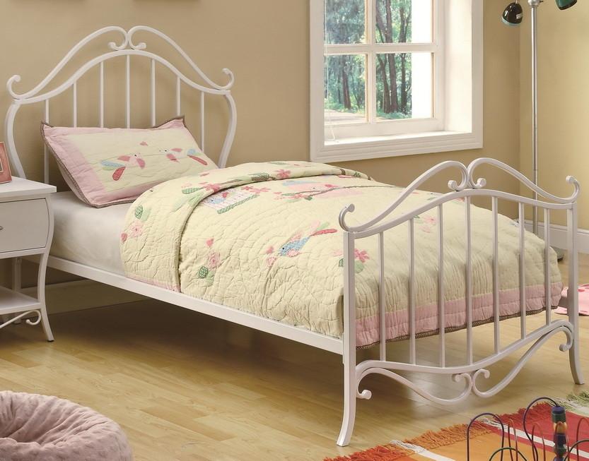 Металлическая кровать в белом цвете