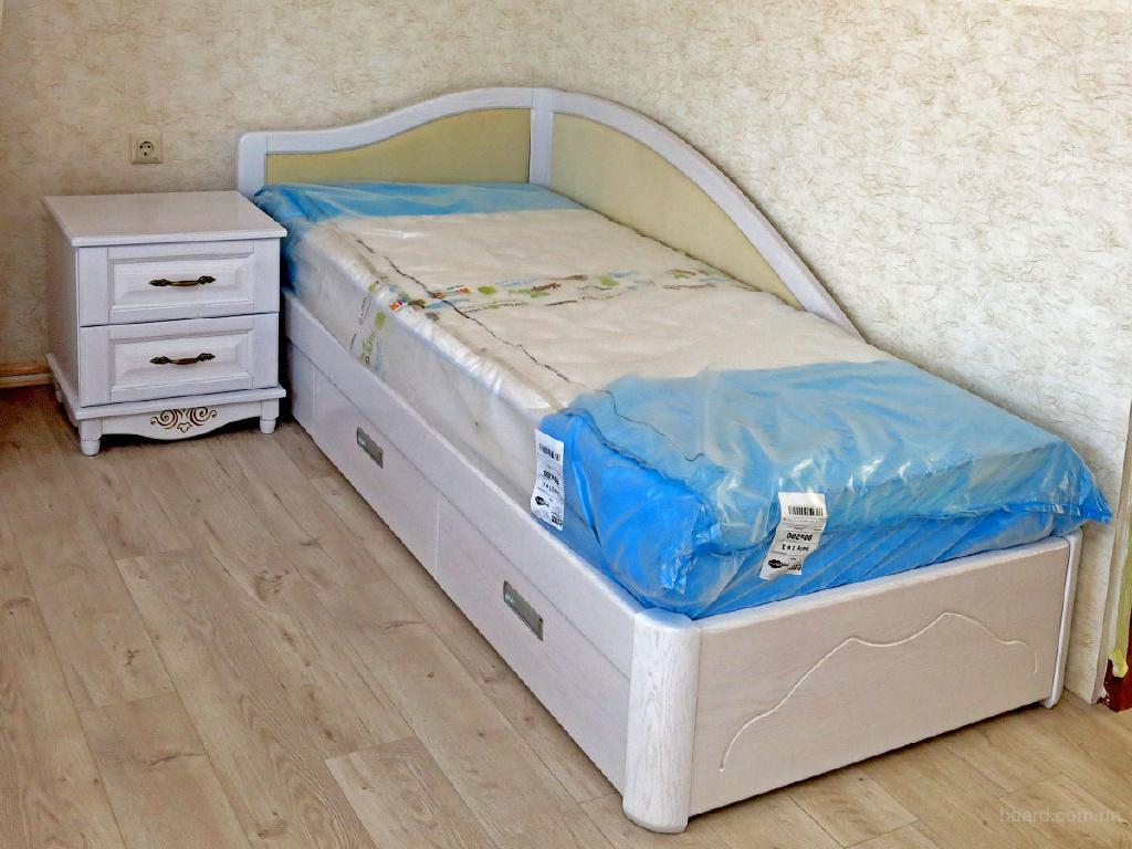 Надежная односпальная кровать из массива дерева