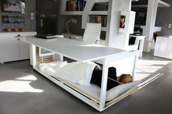 Необычная стол кровать
