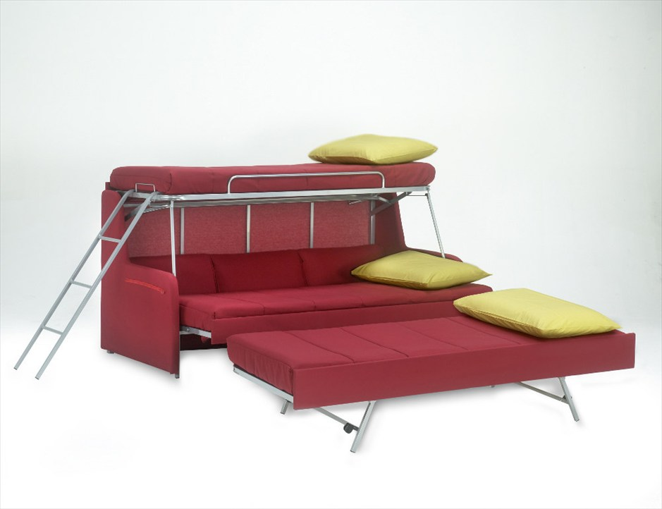 Необычный диван на три спальных места