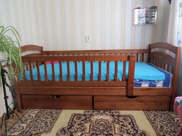 Односпальная кровать с бортами