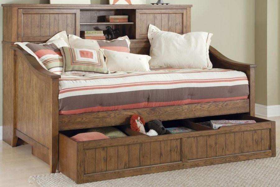 Односпальная кровать с полками и ящиками