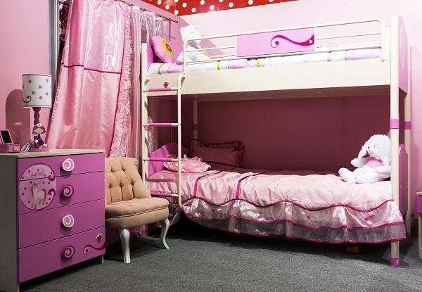 Оформление двухъярусной кровати для двух девочек