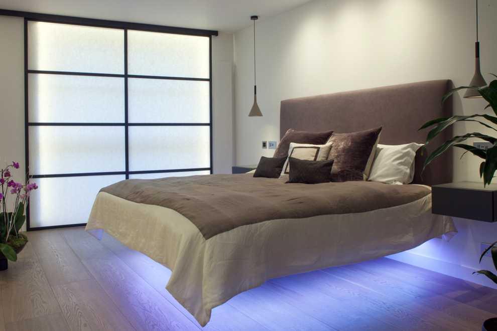 Парящая кровать в квартире студии