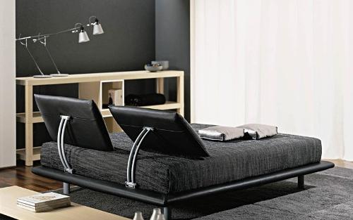 Подиум под кровать возможно поставить в большой спальне